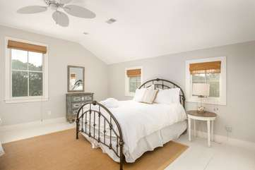 2nd Floor Bedroom with 2 Queen Beds and Shared Bathroom