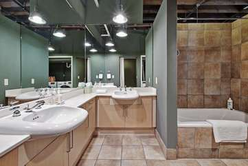 Brazos Loft | BathroomAll equipped