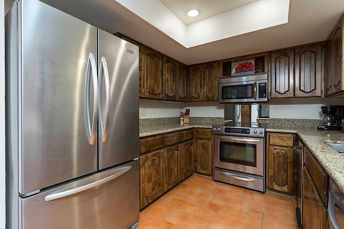 Fully Furnished Kitchen w/ Stainless Steel Appliances