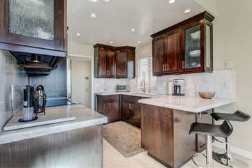 Brightly lit kitchen, perfect for cooking and entertaining