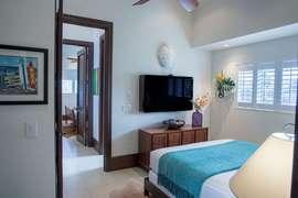 Master bedroom #4- Queen bed, flat screen TV