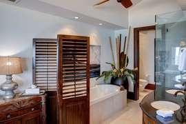 Master bathroom #1 - dual vanity, walk-in shower, separate tub