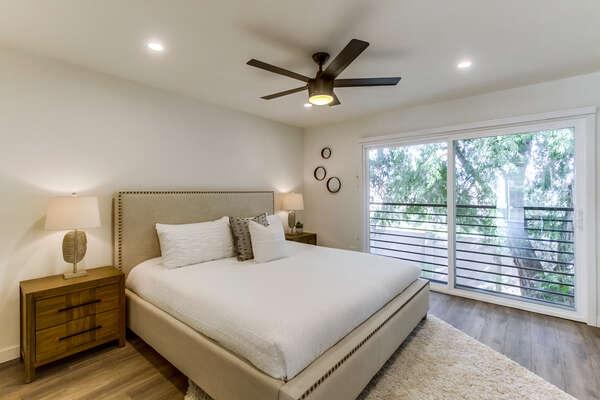 Master Suite - Upper Level, King Bed