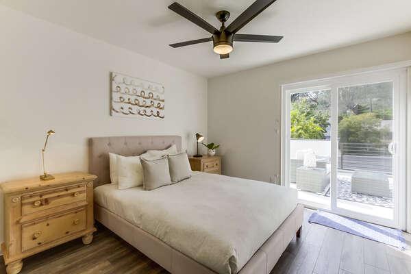 Upper Level Guest Bedroom - Queen Bed