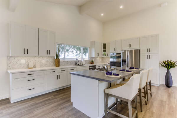 Fully Stocked Kitchen with Breakfast Bar