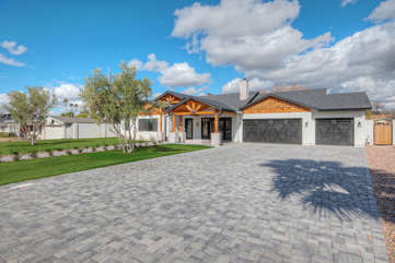 Modern and elegant home in upscale Arcadia neighborhood awaits your arrival for the vacation of a lifetime