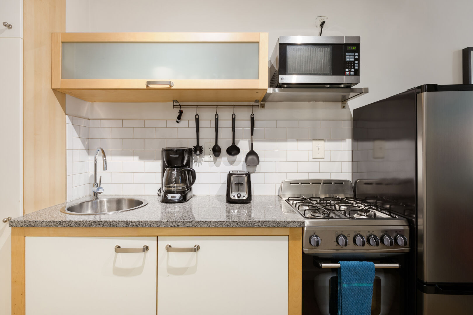 Fully Equipped Kitchen - Corporate Housing - Chic Premium Studios On 25th