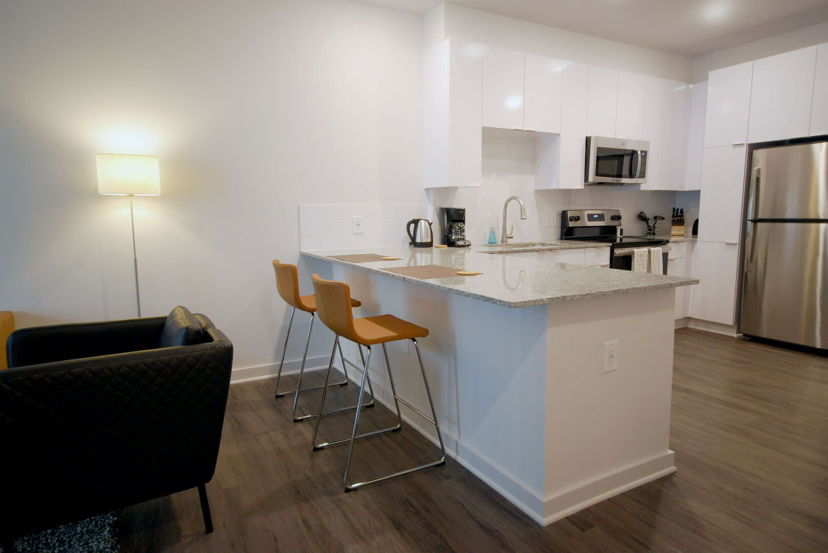 Kitchen Dining Bar with Stools - Short Term Apartment Atlanta - 1-Bedroom Spectacular Suites