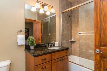 Queen bathroom (upper level) with tub & shower