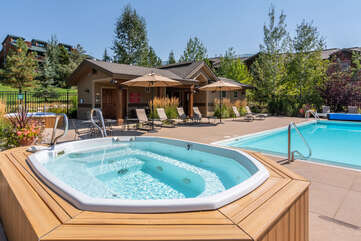 Soak up that Colorado sunshine from the community pool and hot tubs