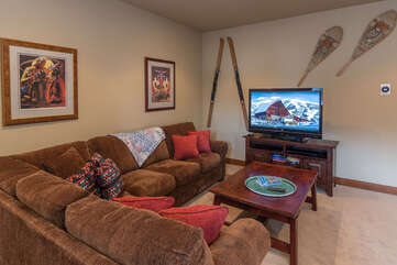 Second living room (upstairs) with. a smart TV & games for fun family time.