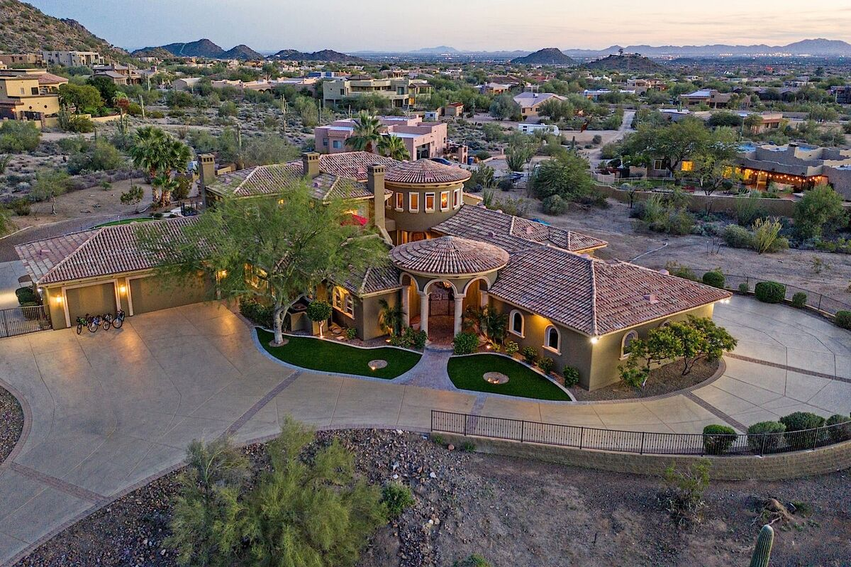 Expansive estate with wrap around driveway