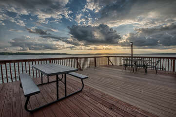 Lots of upper dock seating available for picnic lunches, BBQ dinner or after dinner drinks.