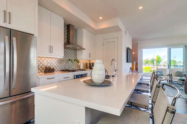 Luxurious Kitchen - Fully Stocked!