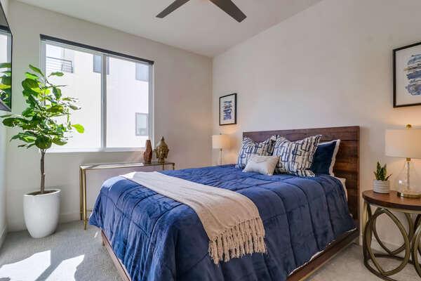 Guest Bedroom, 2nd Floor - Queen Bed