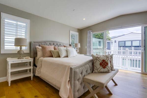 Master Bedroom, King Bed - Third Floor
