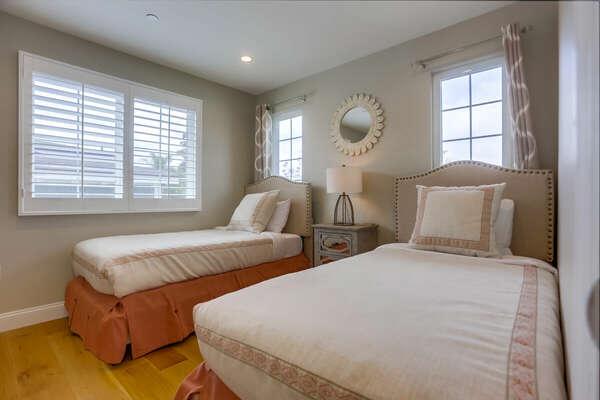 Guest Bedroom, Two Twin Beds - Third Floor