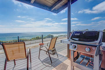 Upper deck & outdoor grill for the perfect BBQ day.