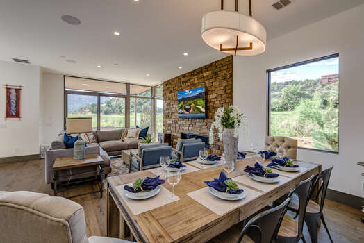 Dining Area with Seating for Eight with Golf Course and Mountain Views