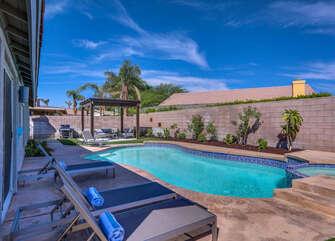 Lounge Poolside Close to Coachella Fest