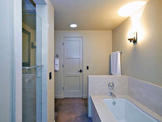 143 Guest Bathroom with Shower and Tub