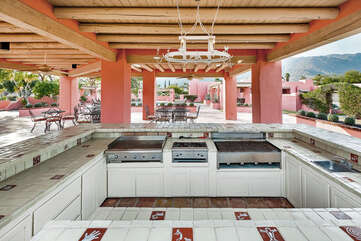 Outdoor Kitchen with Grills