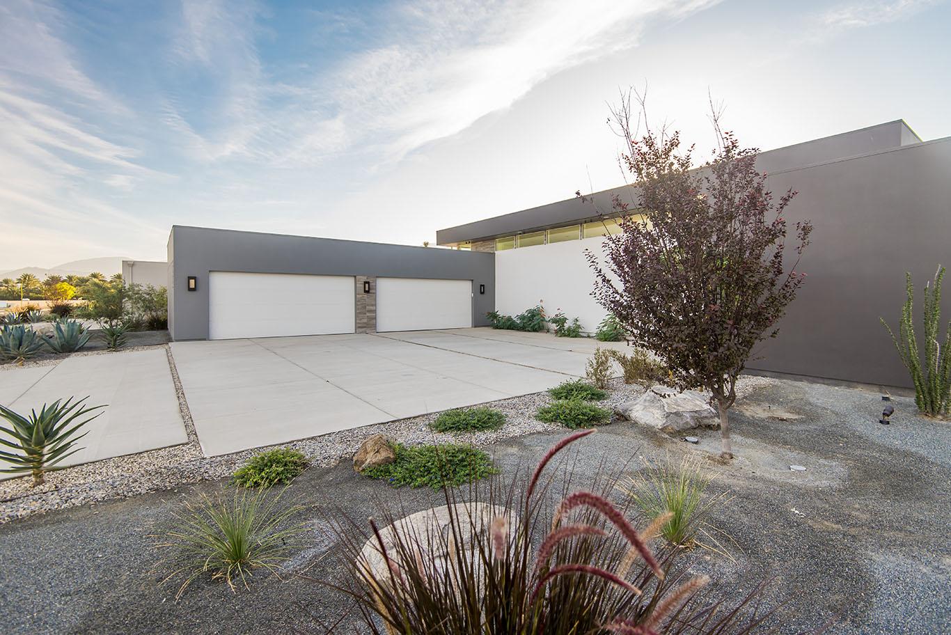 Pollo Villa 5 Garage & Parking