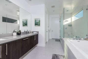 En Suite Soaking Tub & Walk-In Shower