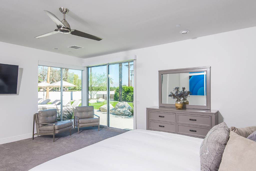 King Size Bed and Sitting Area
