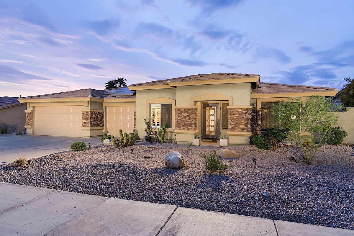 Beautiful home in Estrella Mountain with 3 car garage!