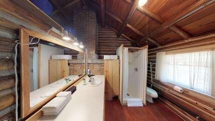 Single Level Cabin bathroom