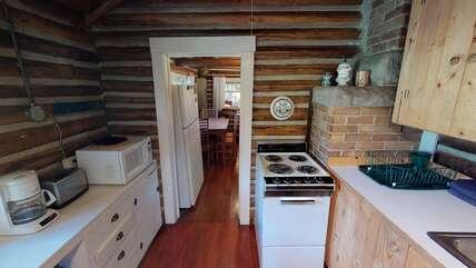 Single Level Cabin kitchen
