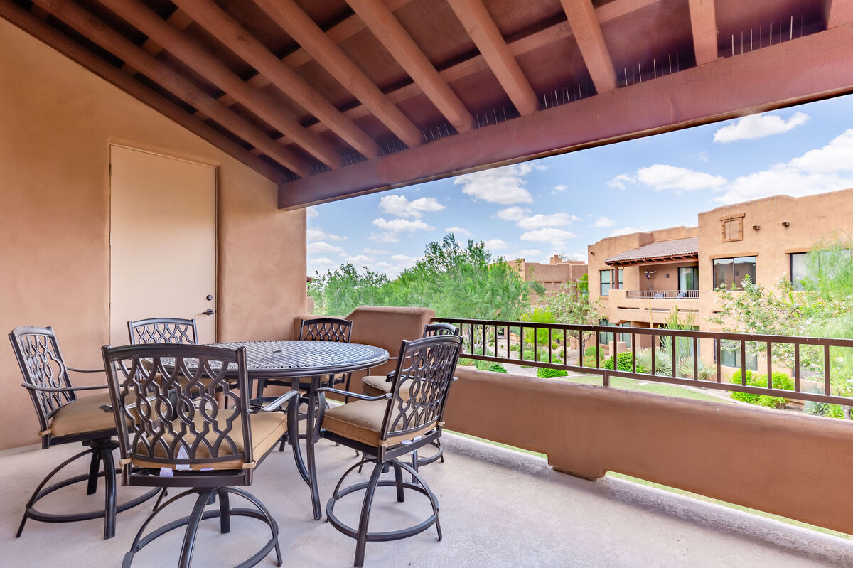 Patio view with seating for 6