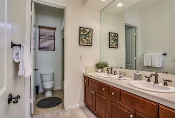 Jack / Jill Bathroom with Tub/Shower Combo