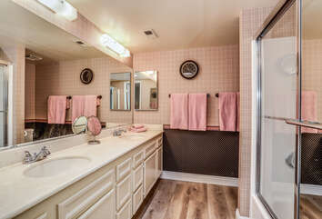 Dual Sinks and Tub/Shower Combo
