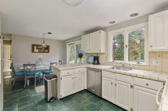 Eat in Kitchen dishwasher, refrigerator 50 Blue Heron Eastham Cape Cod - New England Vacation Rentals