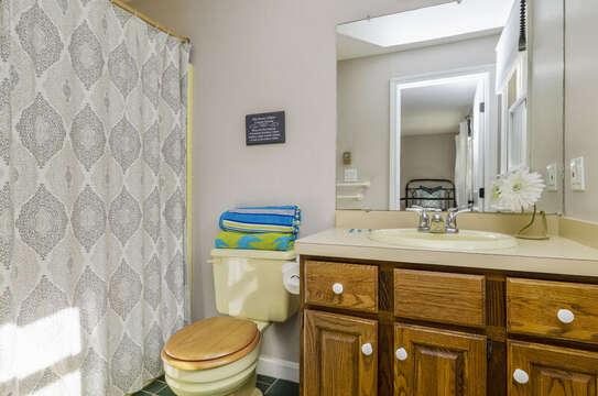 Full ensuite bath room in twin bedroom50 Blue Heron Eastham Cape Cod - New England Vacation Rentals