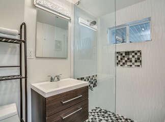 Twin Bedroom Ensuite with Walk-in Shower