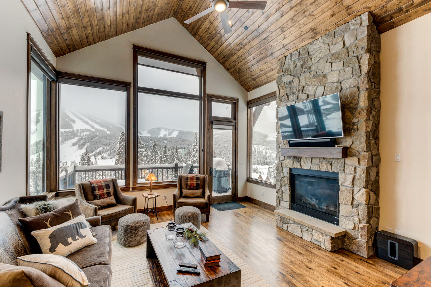 Amazing mountain views with gas fireplace