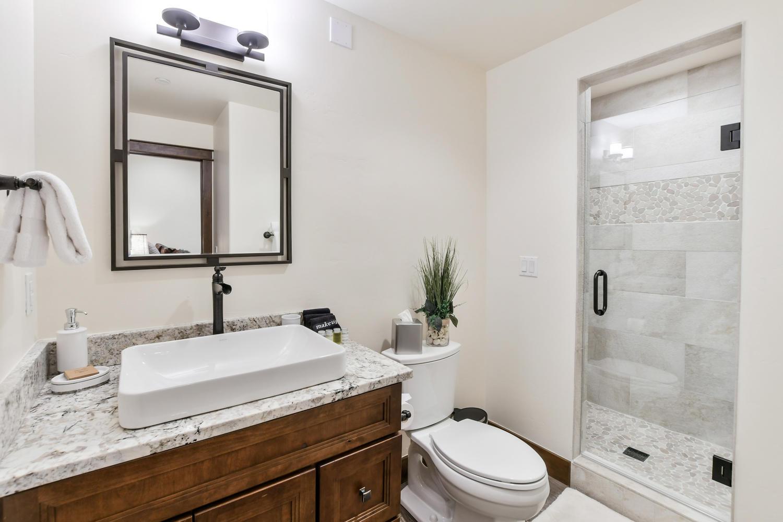 Master bathroom suite 2