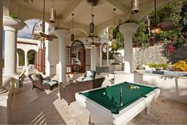 Outdoor lounge and game room