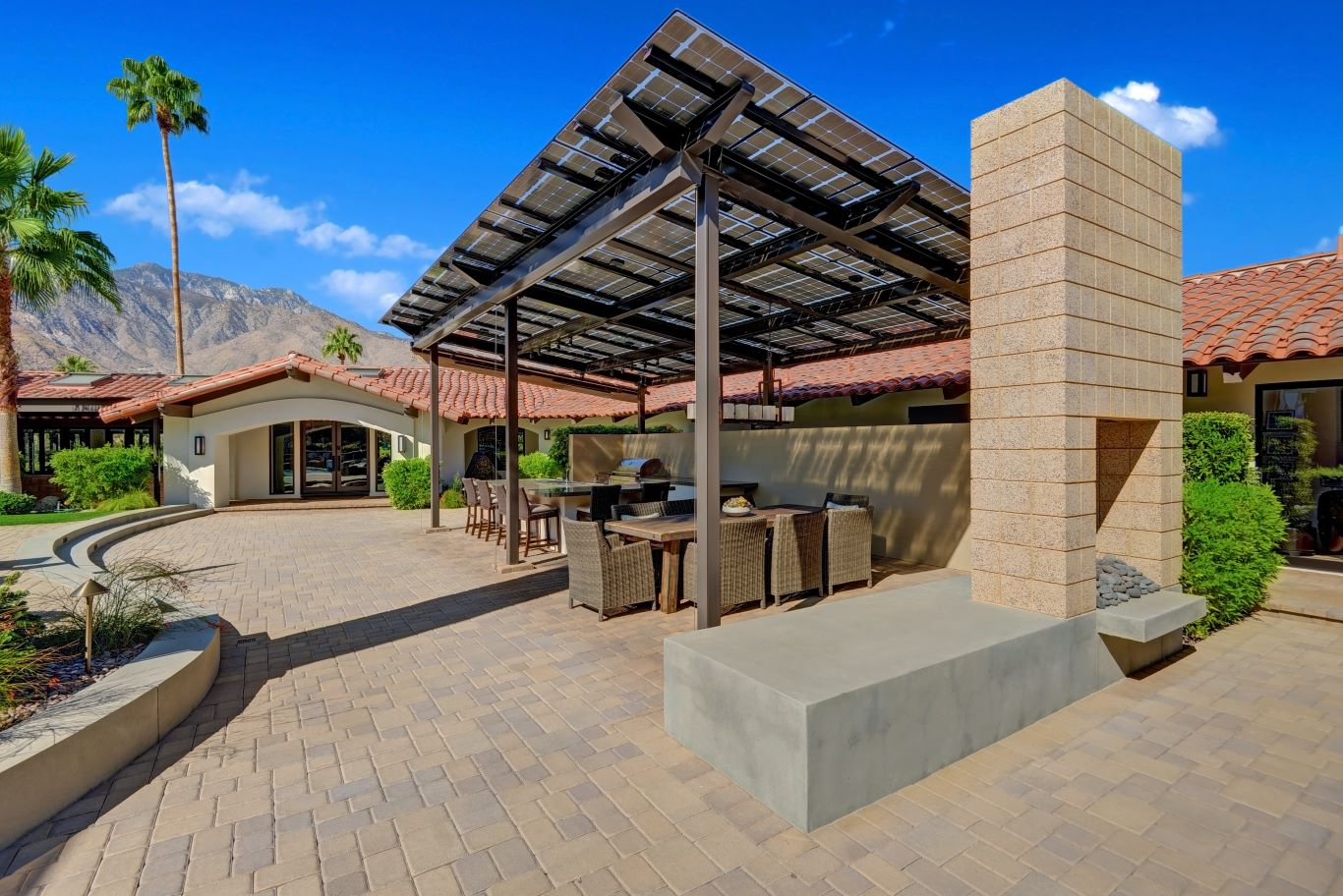 Outdoor Kitchen Dining Area