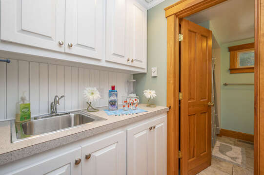 Full bath is just past the wet bar. 350 Barn Hill Road Chatham Cape Cod - New England Vacation Rentals