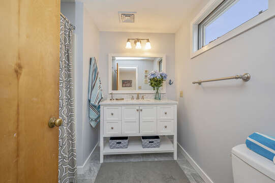 Second floor full bath. 350 Barn Hill Road Chatham Cape Cod - New England Vacation Rentals