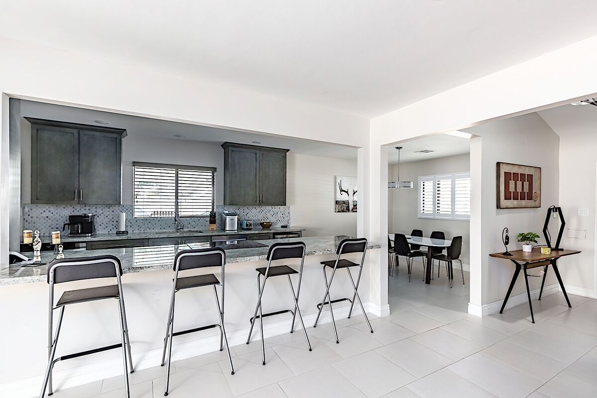 Stylish dining area and breakfast bar