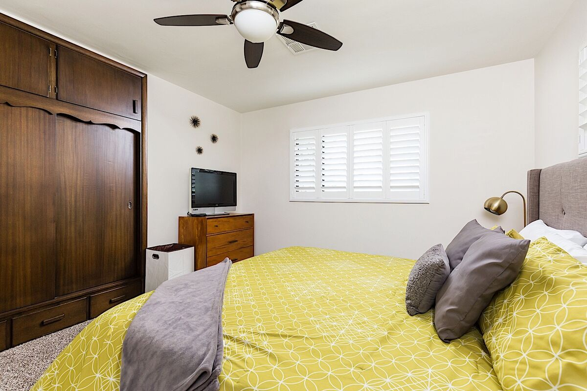 Guest bedroom 1 - Flat screen TV with large closet