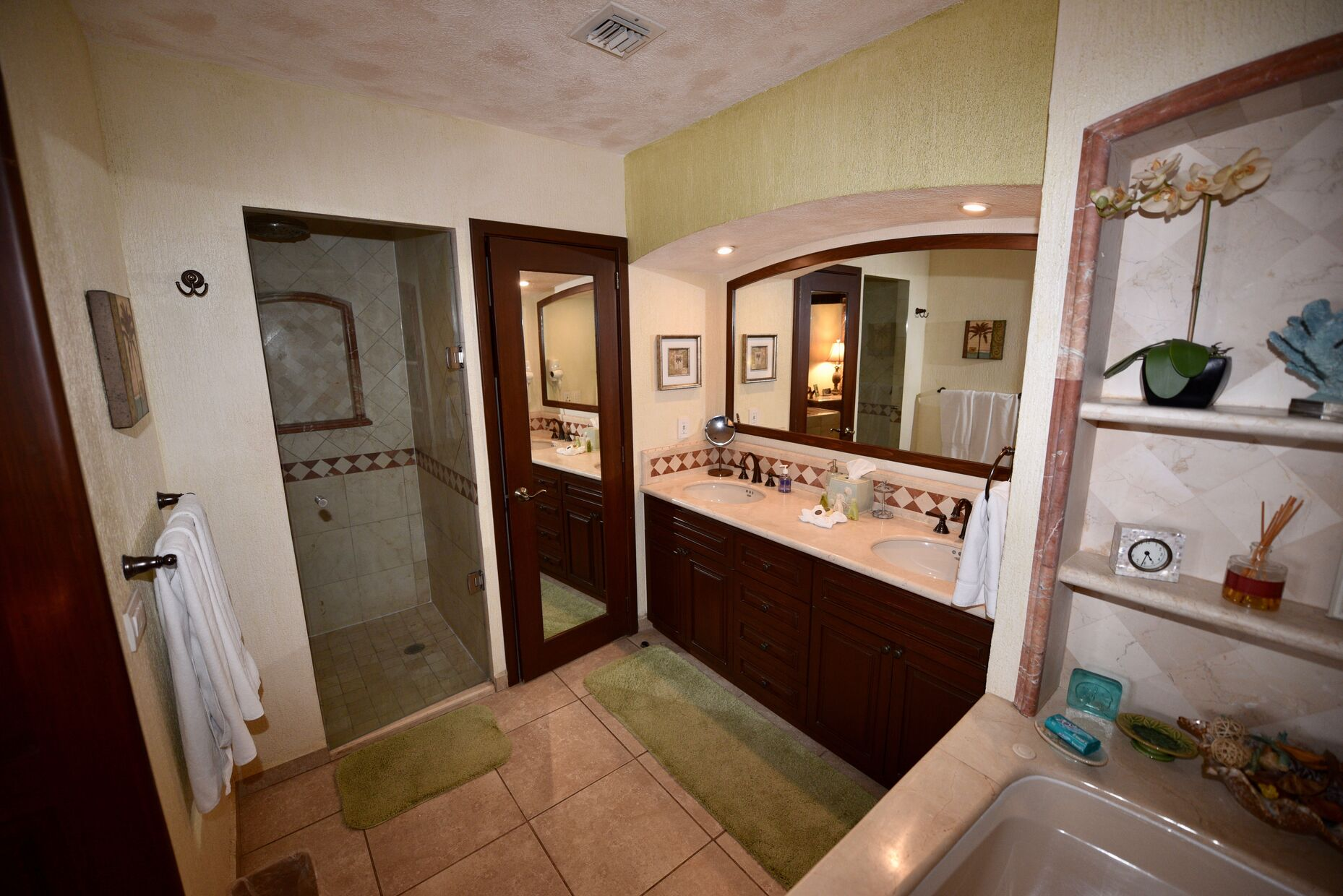 Master Bathroom/ bathtub/double sink