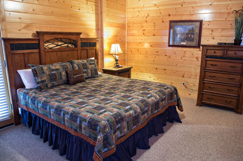 King Bed, Flatscreen TV, & full bath with tub/shower combination on lower level