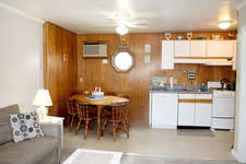 The kitchen is very comfortable and has all the things needed to have a great vacation including a blender, a lobster pot, and all the things you need for a great vacation.
