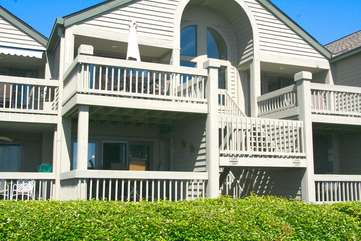 This great 1st floor villa is located on the beach and close to everything!